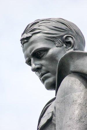 Голова памятника.