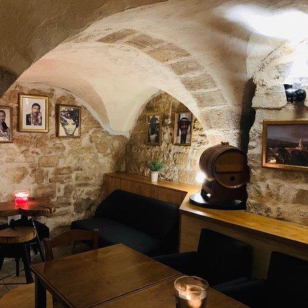 Cave Privatisable du restaurant. Accueil de groupes.
