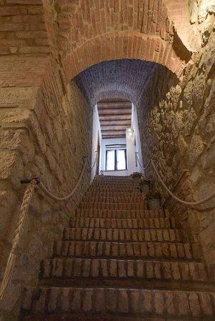 Castelnuovo di Val di Cecina, Italia: Scala originale del 1200 per accesso piani superiori della casa