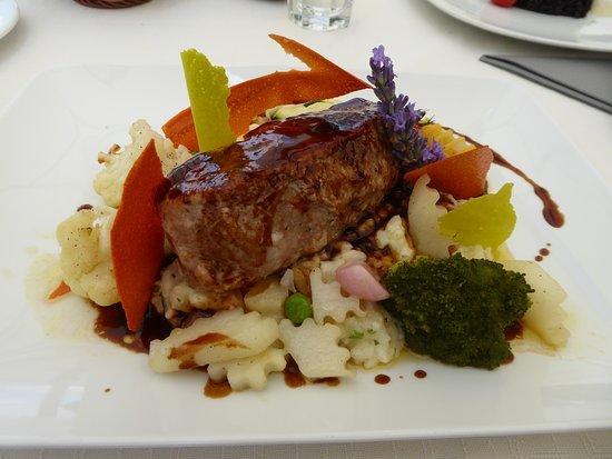 Steckborn, Švajcarska: Kalbsrückensteak auf pampigem Risotto und etwas Gemüse für Fr. 48.--