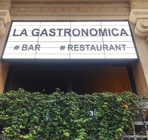 Me parece que el nombre Gastronómica le cae al pie de la letra .