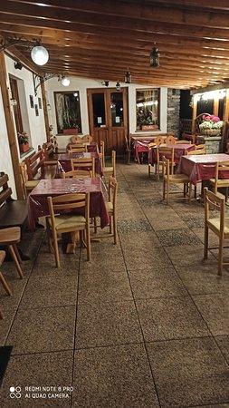 Etroubles, Ιταλία: La verandina dell'albergo ...