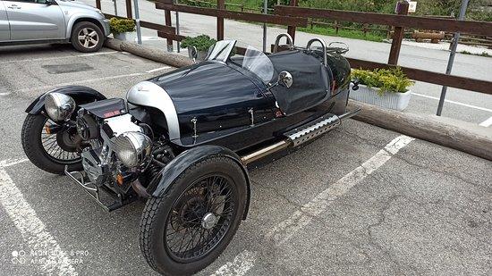 Etroubles, Ιταλία: Nel parcheggio dell'albergo ....