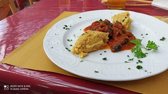 Etroubles, Ιταλία: Lumache alla provenzale con chicche di polenta