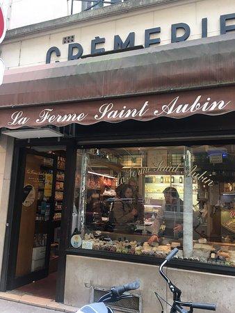 Pariisi, Ranska: Local
