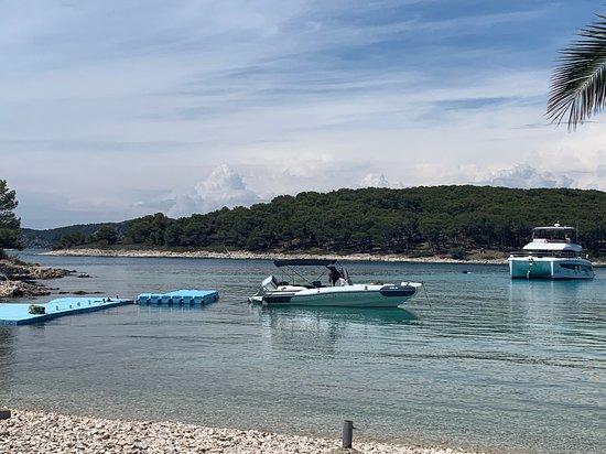 Tailored tour by speedboat: Pakleni otoci