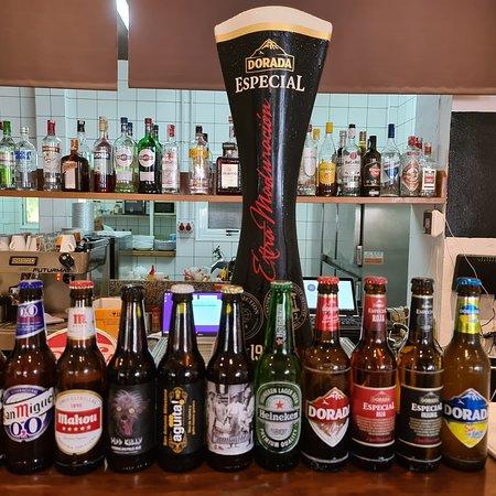 Gran variedad de cervezas incluidas cervezas artesanales de la región,  cuidamos de nuestrs gente