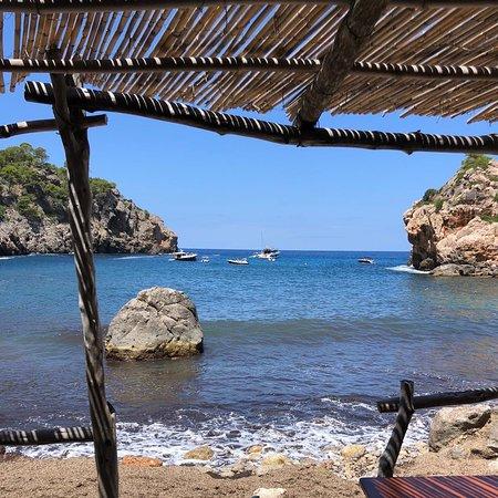 Buen sitio para ir a comer encima del mar