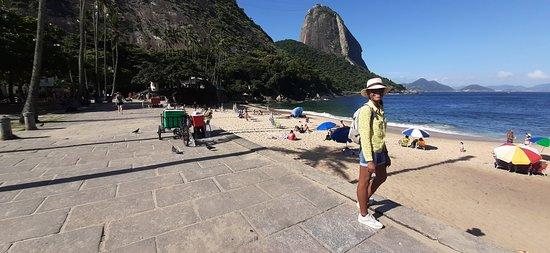 ריו דה ג'נרו, RJ: À partir de la praia Vermella plage (la plage rouge), c'est de cette plage que commence la randonnée pour monter ua Morro da URca et efin au Pain de Sucre. #francerio