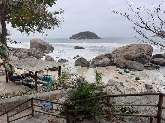ריו דה ג'נרו, RJ: La plage de l'Abrico est une des plus belles plages de Rio. Sur cette photo, le temps n'est pas térrible, cependant on peuxtvoir la beauté du lieu. France-Rio agence de tourisme spécialisé pour les francophones à Rio.