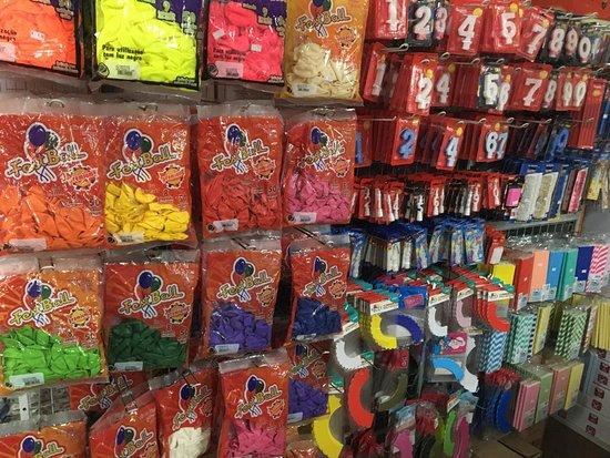 Balões, velas, canudos de papel, saias para cup cake, formas para doces, caixas para doces, papeis arroz e topos de bolos personalizados.