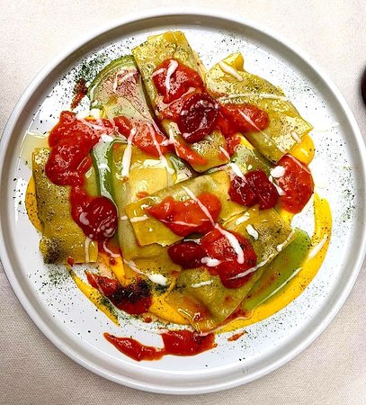Caramelle vegetariane, crema di melanzane, dolce sardo e datterino.