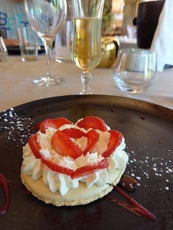Macarons aux fraises, un dessert très gourmand.