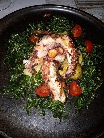 Non è il solito polipo con patate... un commento a questo piatto lo ridurrebbe... posso solo dire FANTASTICO!!!