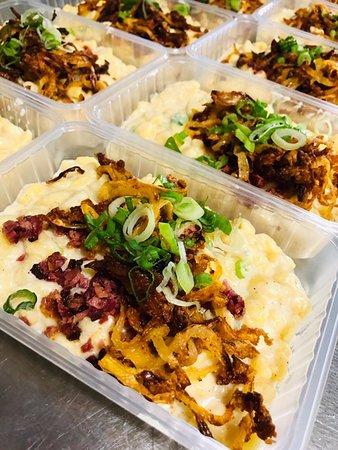 Schwaikheim, Germany: Allgäuer Käsespätzle mit Salat (Mittagstisch Togo)