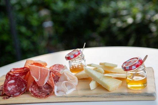 Scopri la nostra selezione di taglieri che puoi gustare quante volte vuoi nei formati S/M/L.