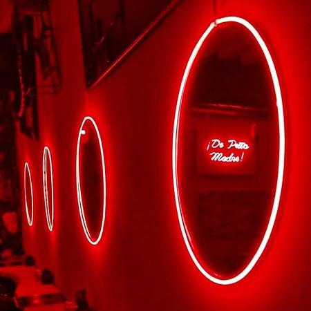 #tipsynicebar #tipsy #frenchriviera #nightlife #goodvibes #vieuxnice #bar #newlifestyle #trendy #art #hashtag #cocktails #cocktailbar #mixology #drinks #alcohol #fun #music #cheers #party #amigos #circle #miror #design #red #neon #neonlights #art #contemporaryart ⭕⭕⭕
