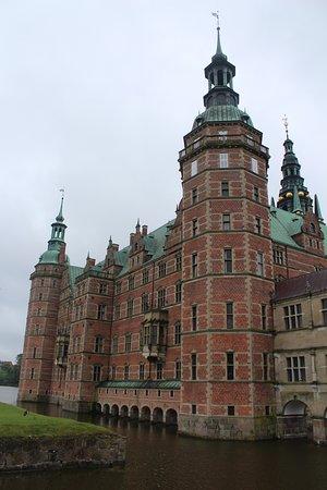 Frederiksborg igen udefra