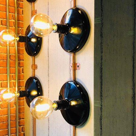 Lamp van gerecyclede waterflessen