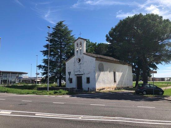 Bertiolo, İtalya: La Pieve vista dall'incrocio sulla Napoleonica !