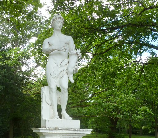 Marmor - Statuen im Park...