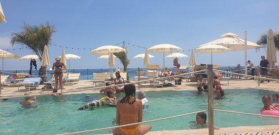 La piscine municipale du coin.