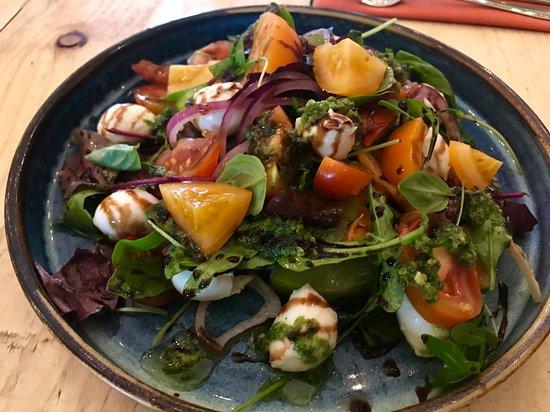 Weston on the Green, UK: Tomato and bocconcini salad