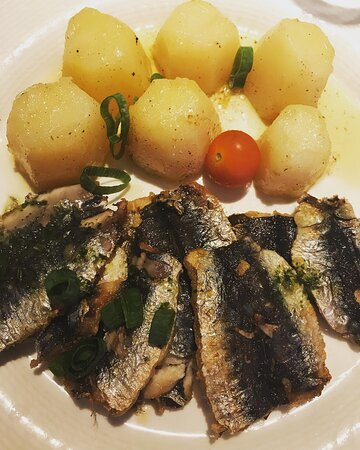 Sardines, pommes vapeur