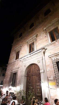 Foligno, Italia: passeggiata notturna