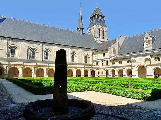 UNESCO World Heritage Site Fontevraud Royal Abbey, situated in the Loire Valley near Saumur,is one of the largest surviving monastic cities from the Middle Ages. We visited during our roundtrip France🙏