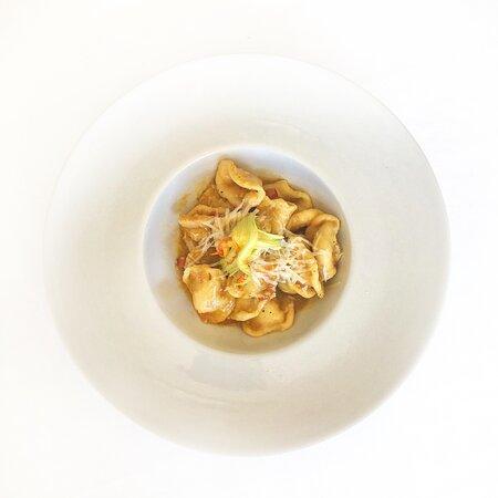 Eccola qui, la nostra Orecchietta con pomodoro infornato, fiori di zucchina, pancetta e cacioricotta