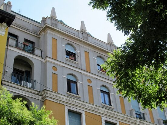 La facciata del palazzo (particolare)