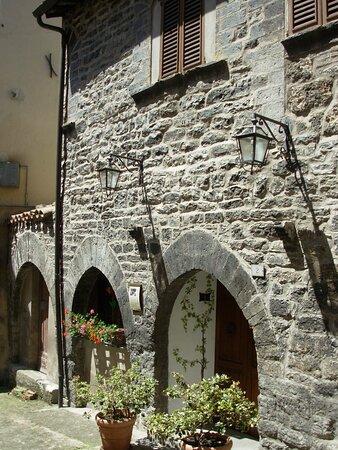 Casa Delle Tre Porte