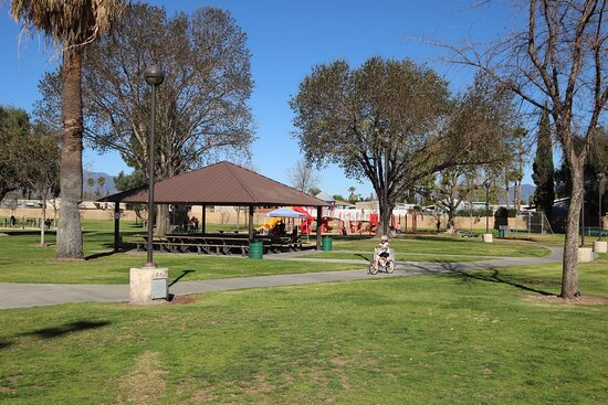 Rialto, CA: Shelters and picnic tables and a playground