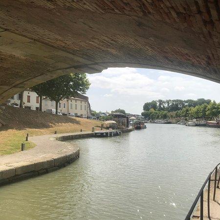 Un joli morceau du canal où faire une pause