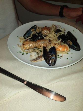 Cena squisita a base di pesce, prezzi onesti e staff molto gentile. Consigliato!
