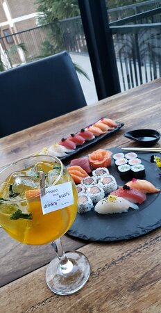 Sushi, drink's and music...