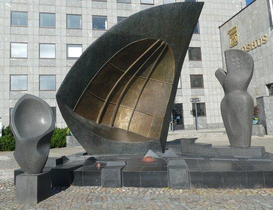 Statyn ''vindarnas Grotta''
