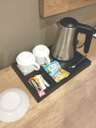 Kettle, Tea/Cofee Items.