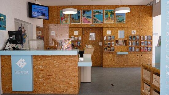 Vue intérieure de l'office de tourisme