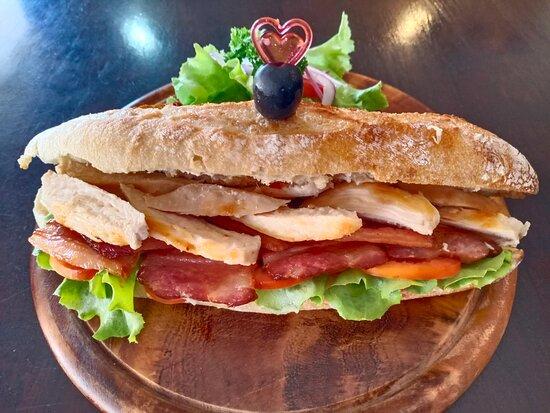 Sandwich baguette chicken, bacon mayonnaise 280b