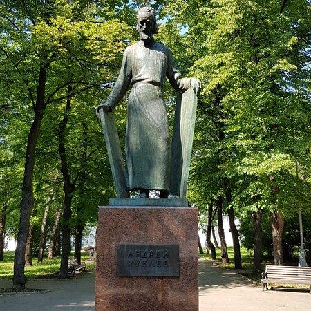 Памятник Андрею Рублёву у Спасо-Андроникова монастыря, 10.07.2020
