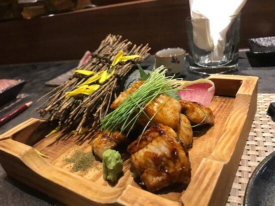 釧路活海鰻~ 賣相靚, 份量足, 燒饅魚軟稔甘香, 吃到鰻魚的香味. 鰻魚質地軟滑無骨, 燒汁調得剛好, 超好吃
