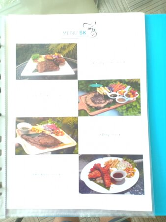 Amnat Charoen City, Thái Lan: Menu suggestions take up several pages.