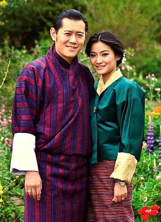 🙏 👑 ทรงพระเจริญ 👑 💕  Long live their Majesty the King & Queen of Bhutan 🇧🇹 # travel  #bhutan  #bhutantours  #bhutanvisa   #yelhabhutan  # bhutantravel  We are grateful for everything la
