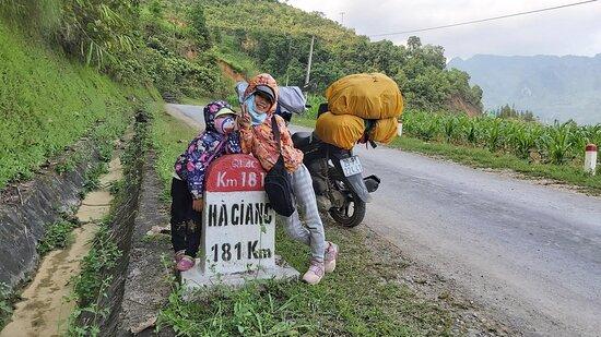 Khách thuê xe máy tại Hà Giang - MOTOGO