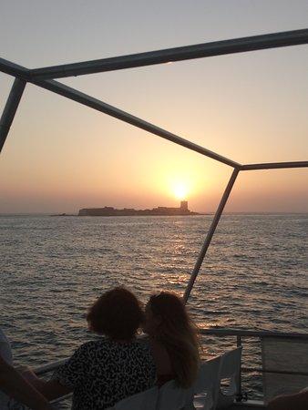 Una puesta de sol en barco
