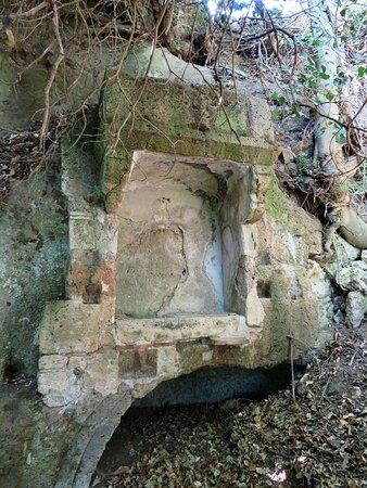 Edicola posta in cima alla via Cava Annunziata