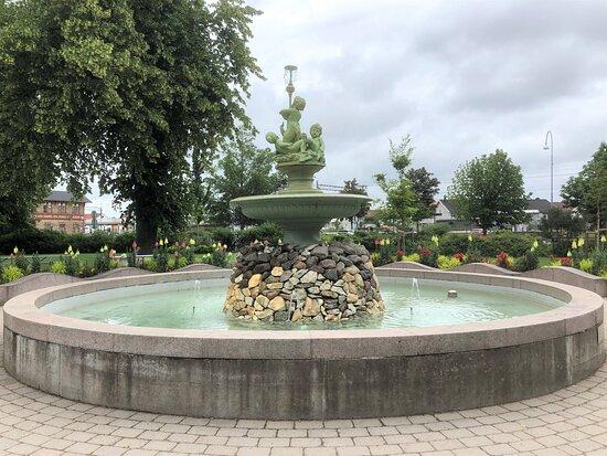 Statyn ''gladjens Kalla''