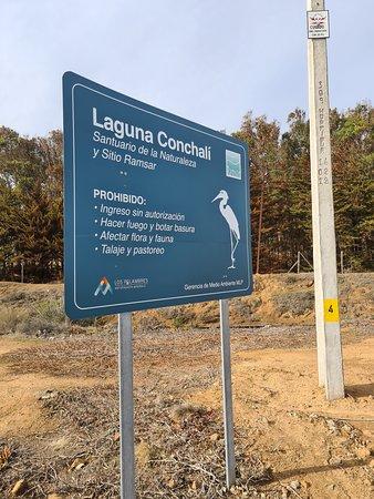 Los Vilos, Chile: Cartel de entrada a Laguna Conchalí